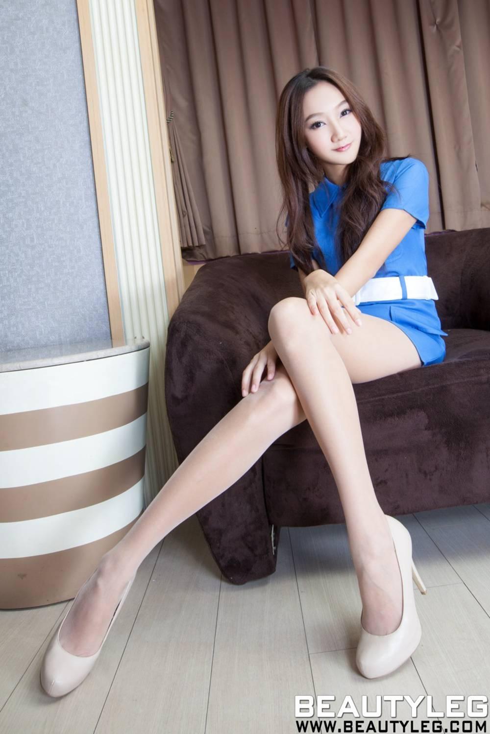 极修长美腿的靓丽美模Tina(图 1)
